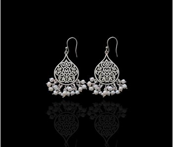 SMALL ARABESQUE EARRINGS WITH PEARL DANGLES
