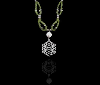 STONE AND PEARL NECKLACE WITH HEXAGON