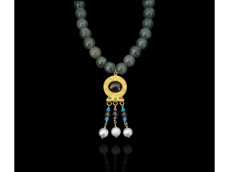 BYZANTINE NECKLACE WITH CABOCHON