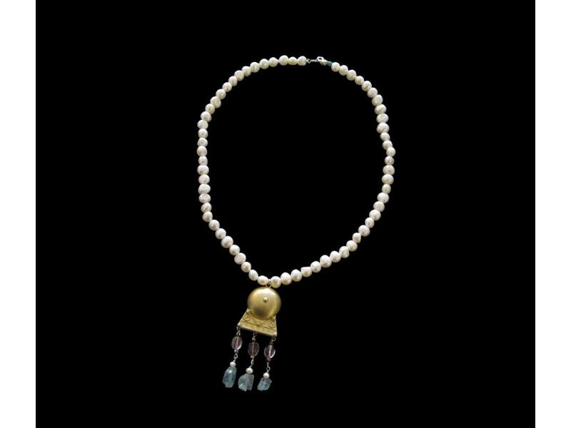 LARGE PEARL NECKLACE WITH ROMAN MOTIF PENDANT