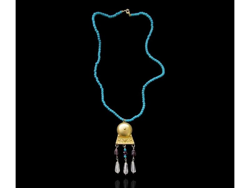 TURQUOISE NECKLACE WITH ROMAN MOTIF PENDANT