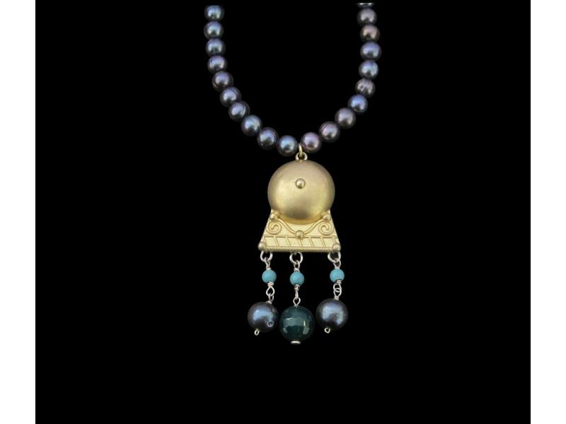 GREY PEARL NECKLACE WITH ROMAN MOTIF PENDANT