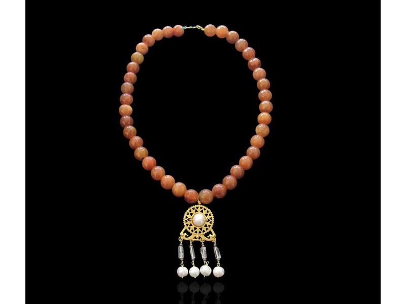 AGATE NECKLACE WITH BYZANTINE PENDANT