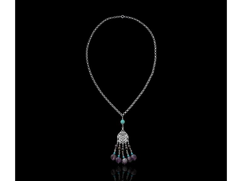 THICK CHAIN NECKLACE WITH SMALL ARABESQUE AND TASSELS
