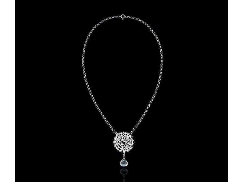 CHAIN NECKLACE WITH GEOMETRIC CIRCLE AND AQUAMARINE