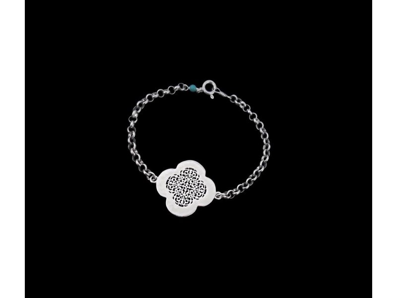 CHAIN BRACELET WITH SILVER CLOVER
