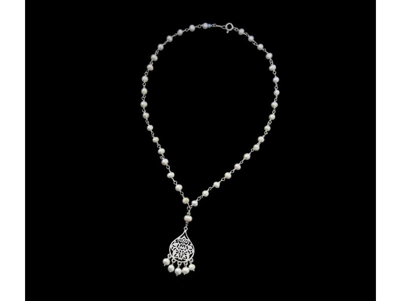 PEARL NECKLACE WITH SMALL ARABESQUE AND PEARL DANGLES