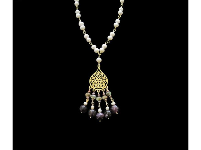 STONE WIRE NECKLACE WITH SMALL ARABESQUE PENDANT AND TASSELS