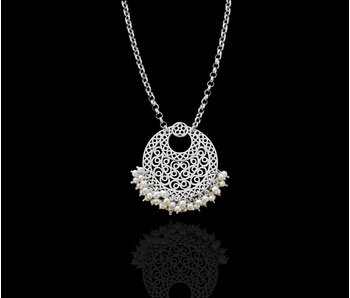 CHAIN NECKLACE WITH LARGE CRESCENT AND PEARLS