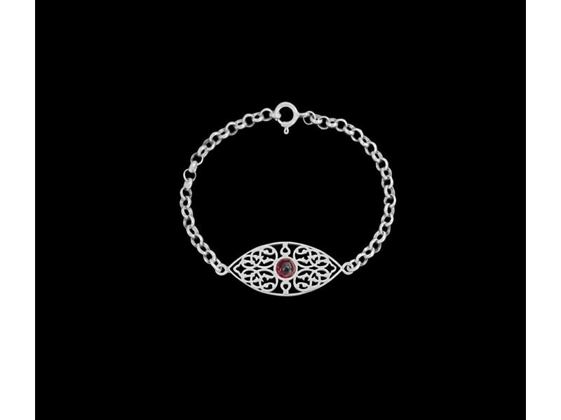 SILVER CHAIN BRACELET WITH OVAL ARABESQUE WITH GARNET CABOCHON