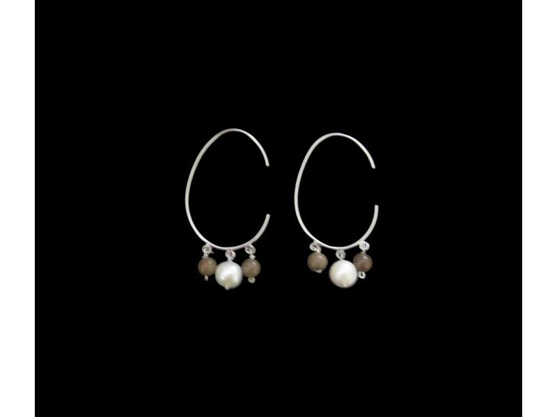 OVAL HOOPS WITH THREE STONES