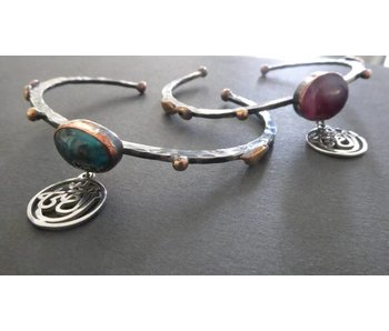 OPEN BANGLE WITH GEMSTONE AND SALAM WORD