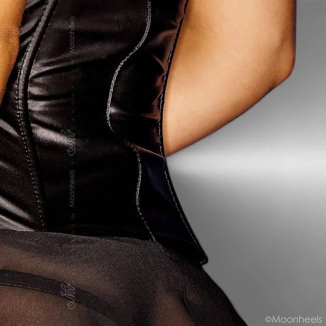"""Noir Handmade Classy """"see-through"""" jurkje met getailleerd wetlook corset deel"""