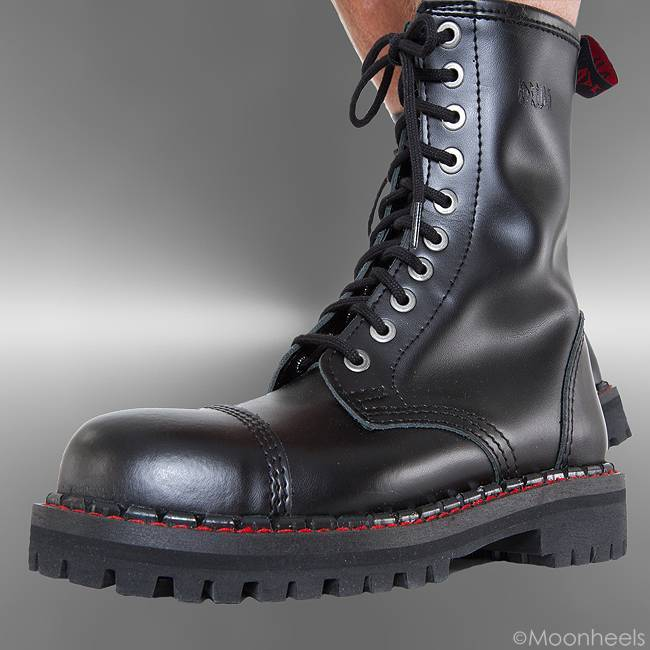 > BOOTS