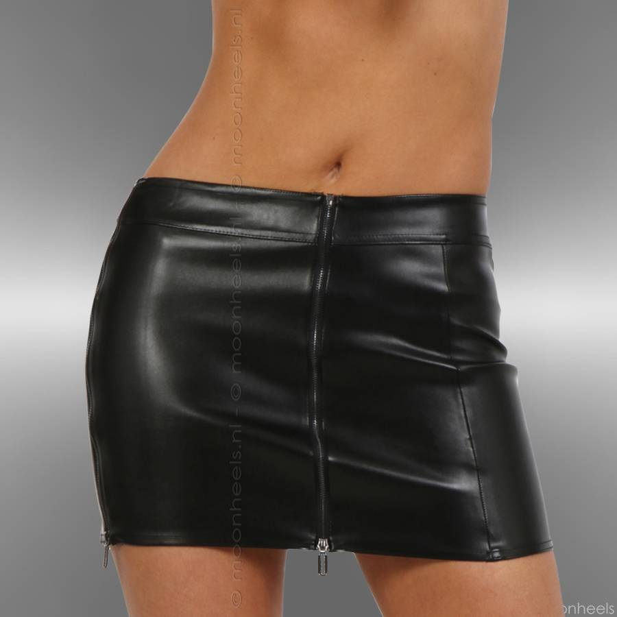 Mini skirt black faux leather