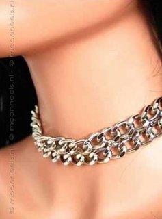 Stoere  Halsband met dubbele rij van zilverkleurige Ketting