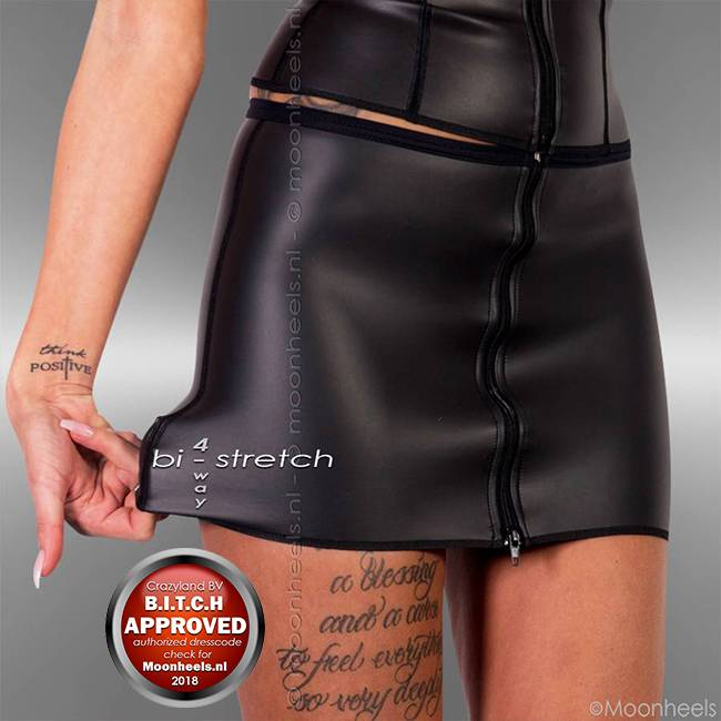 Kinky neoprene (rubber) skirt