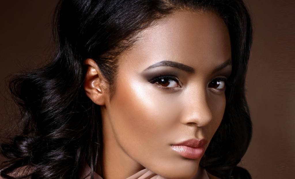 Rootz Cosmetics girl