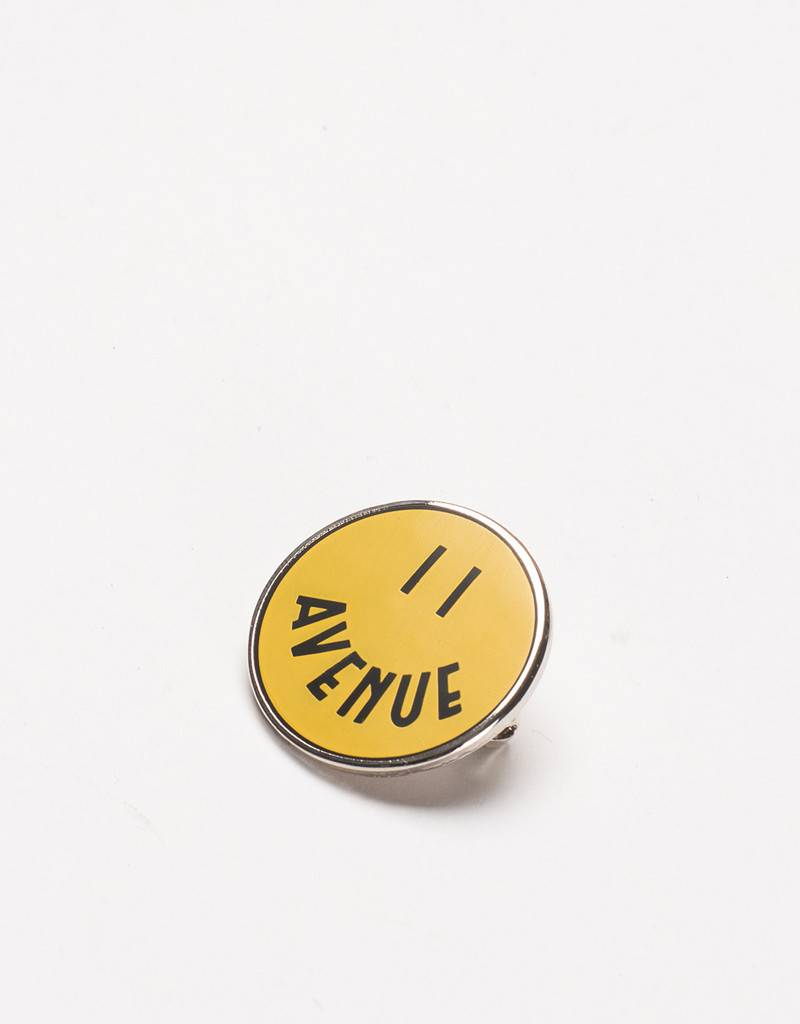Avenue Smiley Pin Yellow/Black
