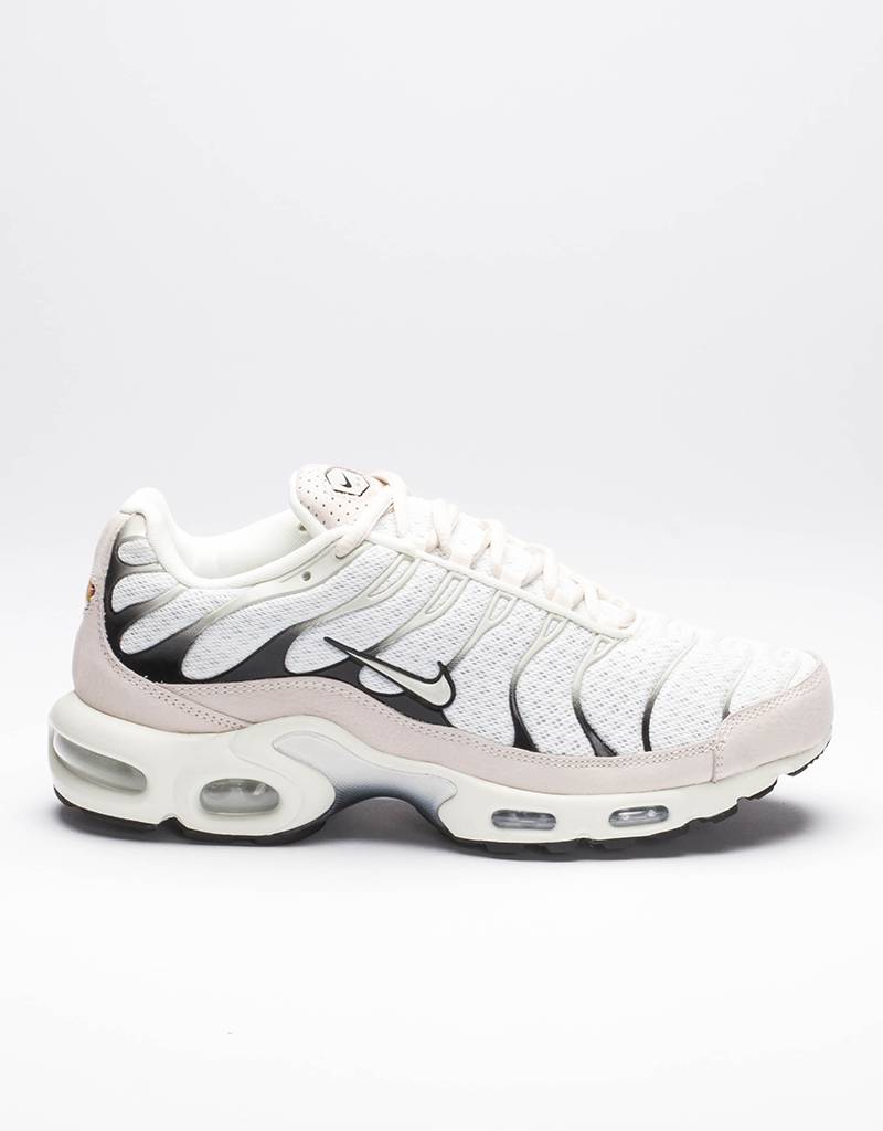 NikeLab Air Max Light sail/black salsa