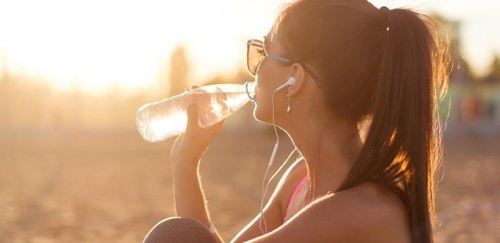 Water drinken tijdens hardlopen - is het echt nodig?