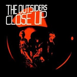 Outsiders - Close Up