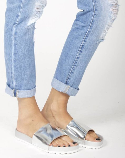 MUST HAVE SILVER SLIPPER