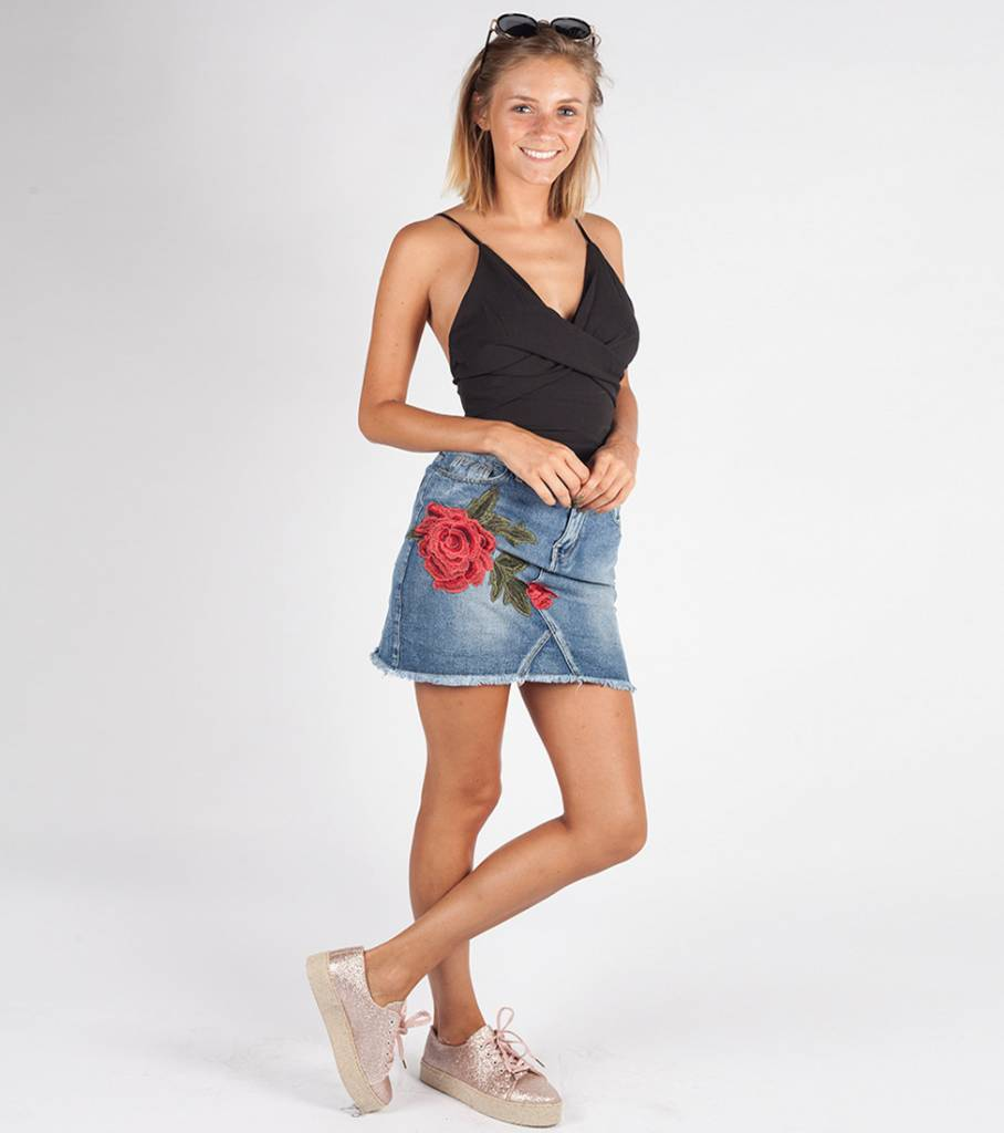 ROSES PATCH JEANS SKIRT