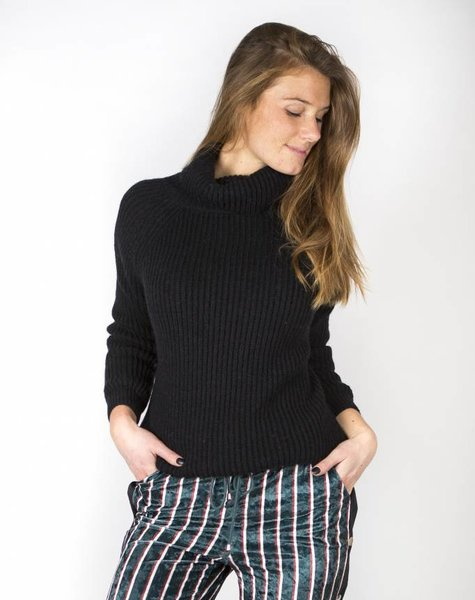 BABY IT'S COLD OUTSIDE ROLLNECK BLACK