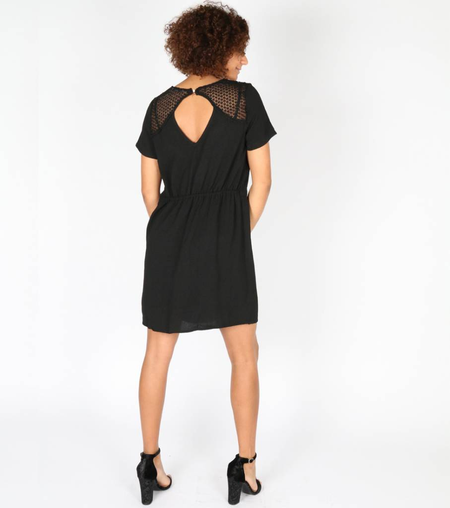 LOOK AT THE BACK BLACK DRESS