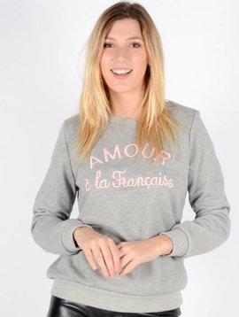 AMOUR A LA FRANCAISE SWEATER