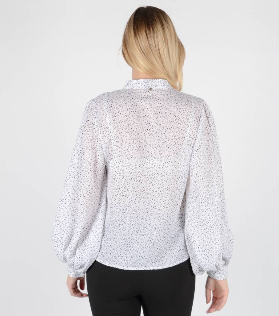 SPECKLED WHITE FLARED BLOUSE