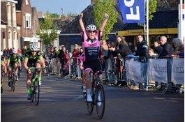 Arianna Pruisscher wint 4e Leeuw van Leeuwarderadeel in Stiens