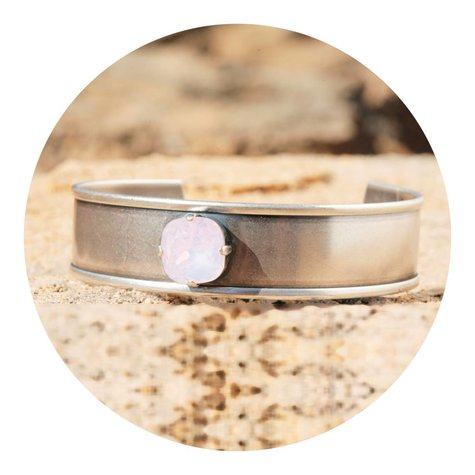 artjany Armreif mit einem crystal in rose water opal