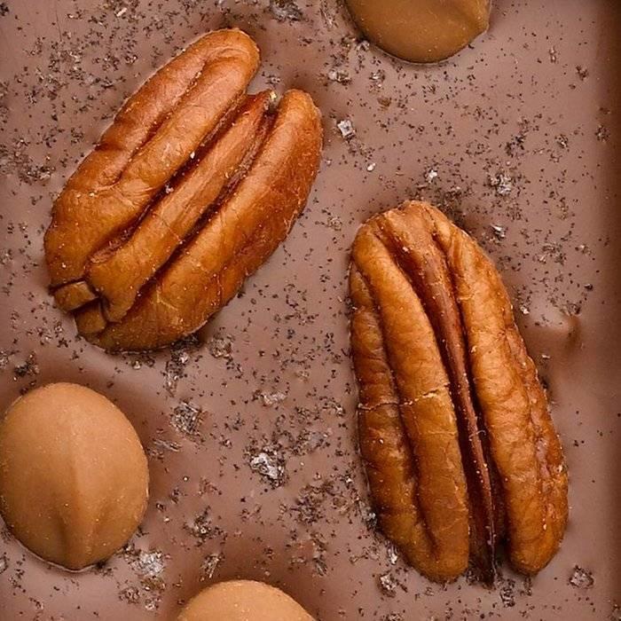 - CARRÉ | Milchschokolade mit Meersalz & Tahiti-Vanille und Schokoladepastillen