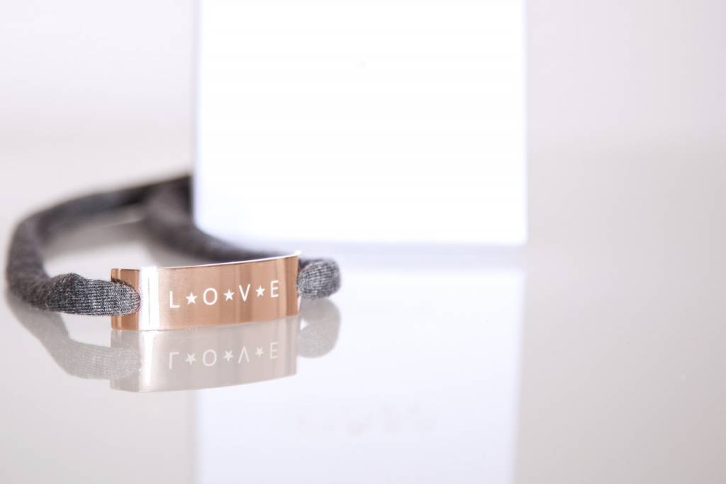 "GLOSSY EDITION : ""LOVE"" ROSEGOLD"