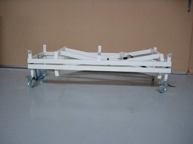 Bedcarrier- breed- verrijdbaar dmv grote wielen   165 x 120cm, slag 45cm
