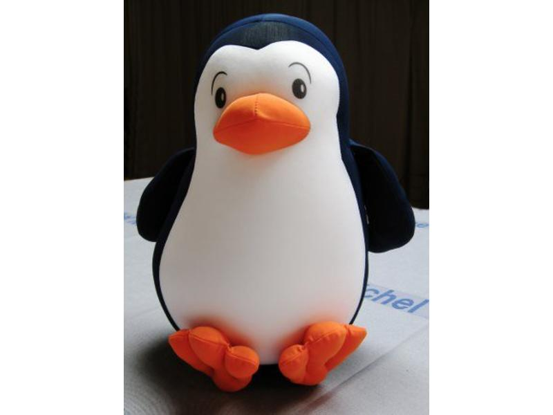 Mio pinguin kussen   28 x 20 x 22 cm