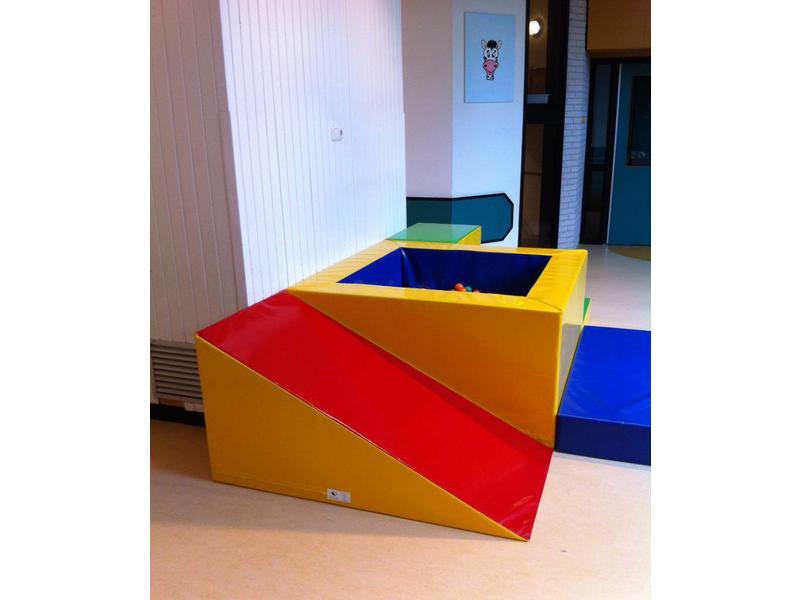 Atelier Michel Koene Glijbaan, Bisonyl