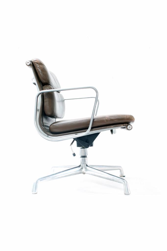 Vintage charles eames bureaustoel wauwshop kortrijk for Bureaustoel vintage