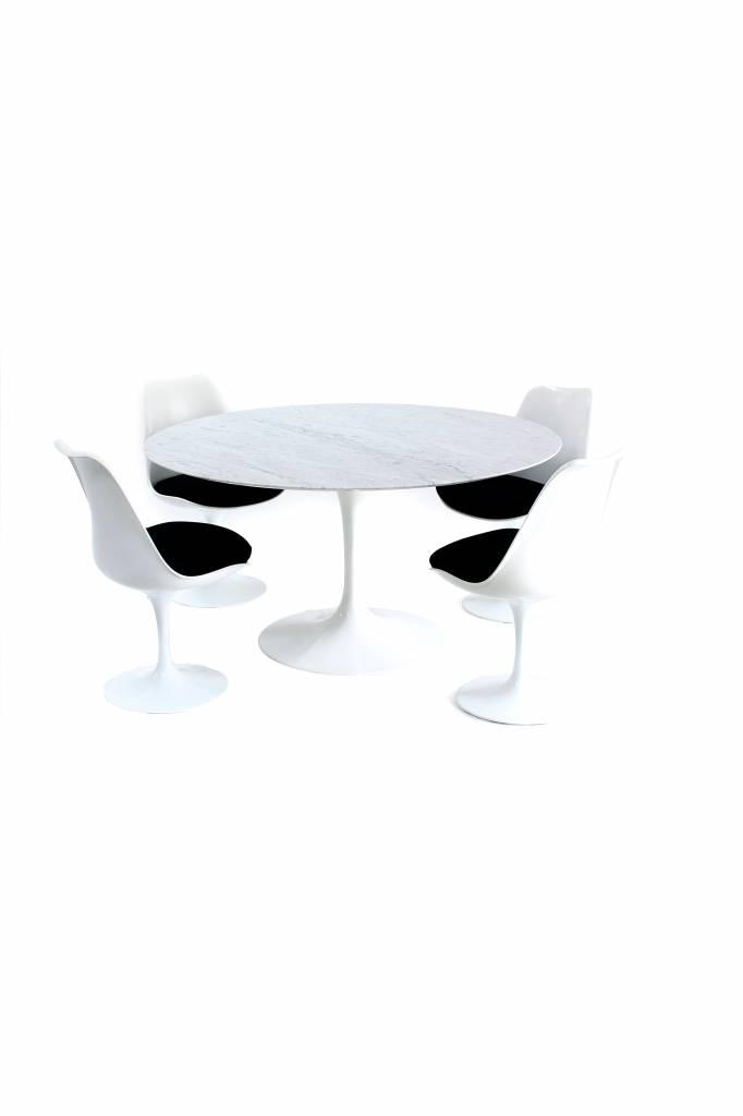 Knoll Originele Knoll tulip tafel met stoelen