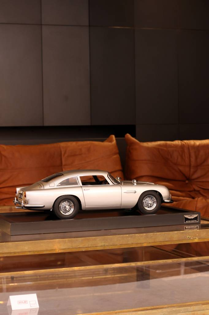 ASTON MARTIN DB5 SCALE 1: 8 JAMES BOND