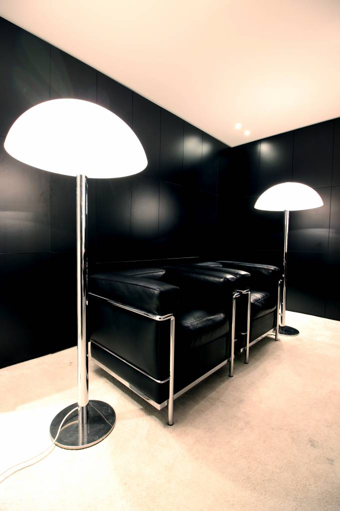 Koppel zwarte Le Corbusier LC2 1-zits voor Cassina