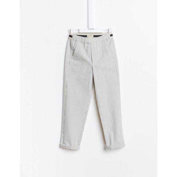 Witte broek met blauwe streep