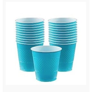 Turquoise plastic bekers
