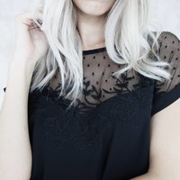 LINA LACE BLACK - T-SHIRT