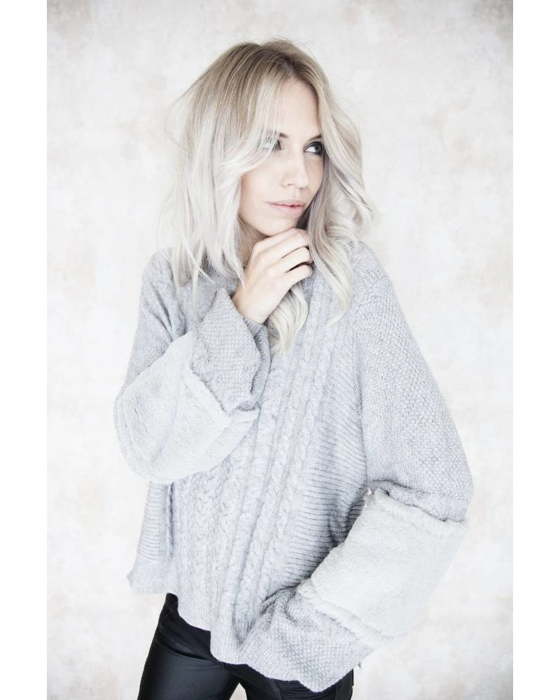 FURRY SLEEVES GREY - SWEATER