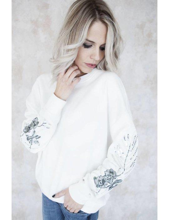 PRETTY FLOWERED WHITE