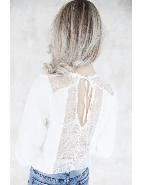AMELIE WHITE
