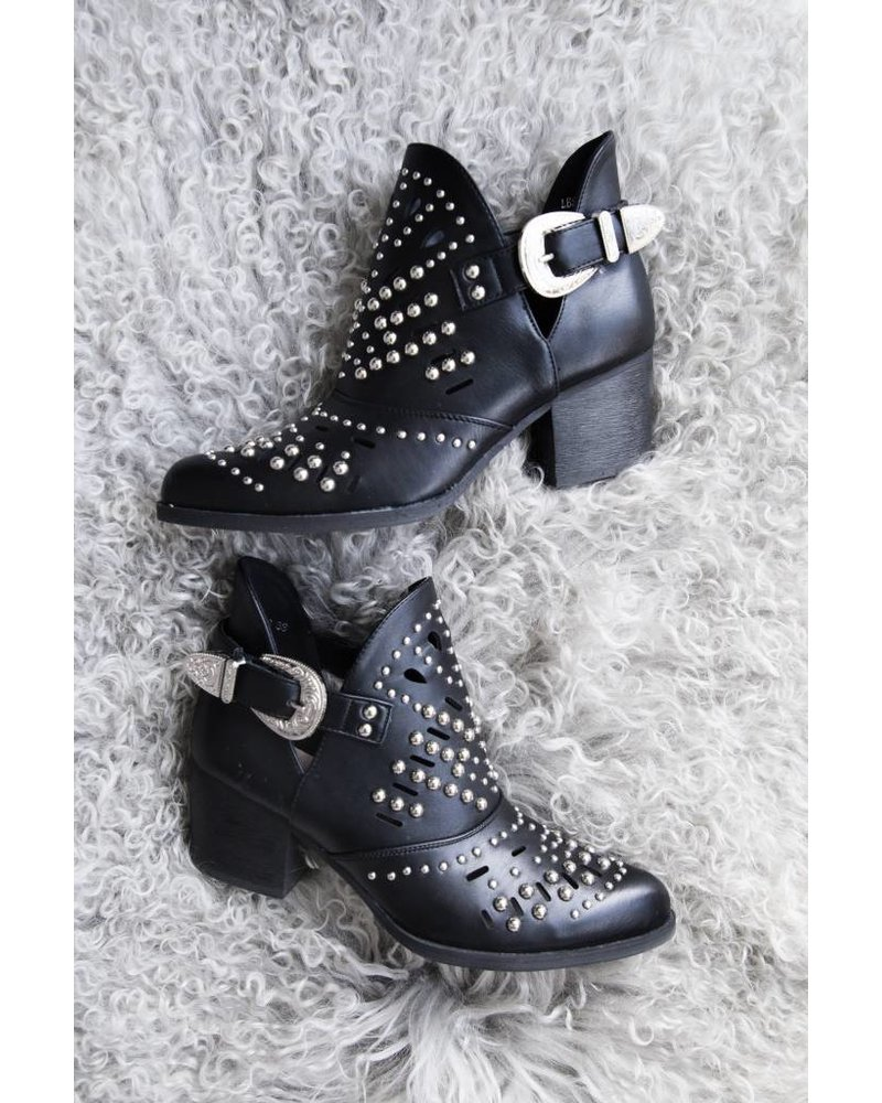 MADE FOR WALKING BLACK - BOOTS